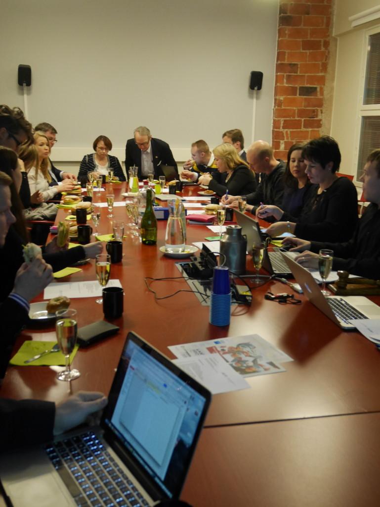 Kokousväkeä Lahti Regionin tarjoamissa tiloissa